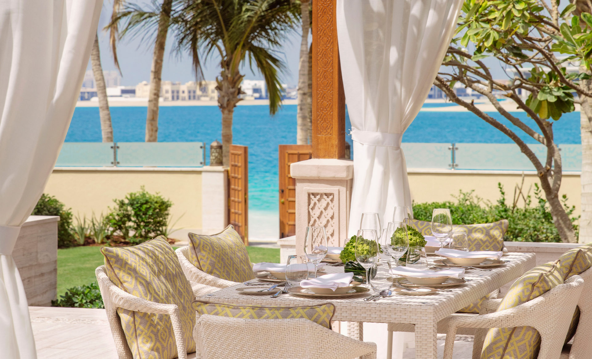 ONE&ONLY-THE-PALM--Dubai-villa-terrace-view