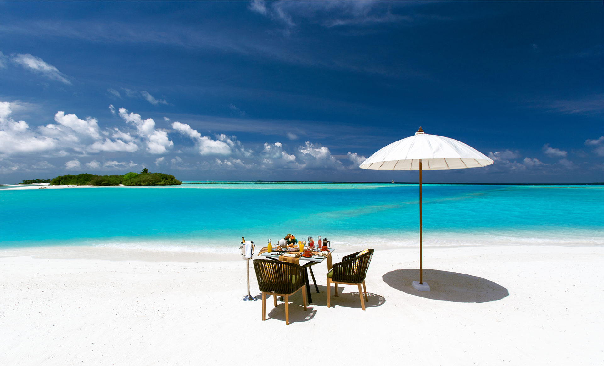 OZEN-by-ATMOSPHERE--Maldives-beach-dining