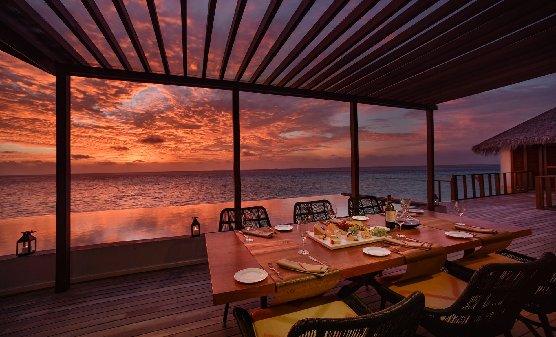 OZEN-by-ATMOSPHERE--Maldives-sunset-dining