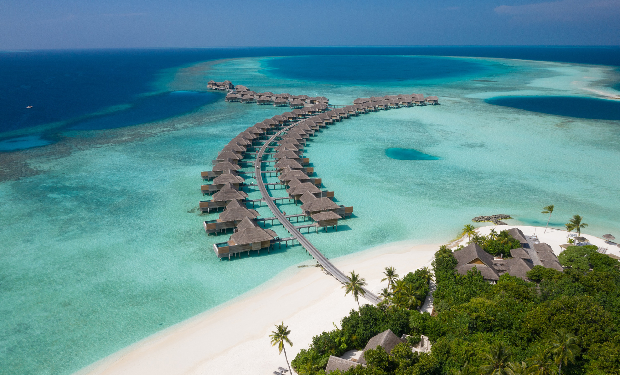 VAKKARU-MALDIVES-Aerial_over-water-villa