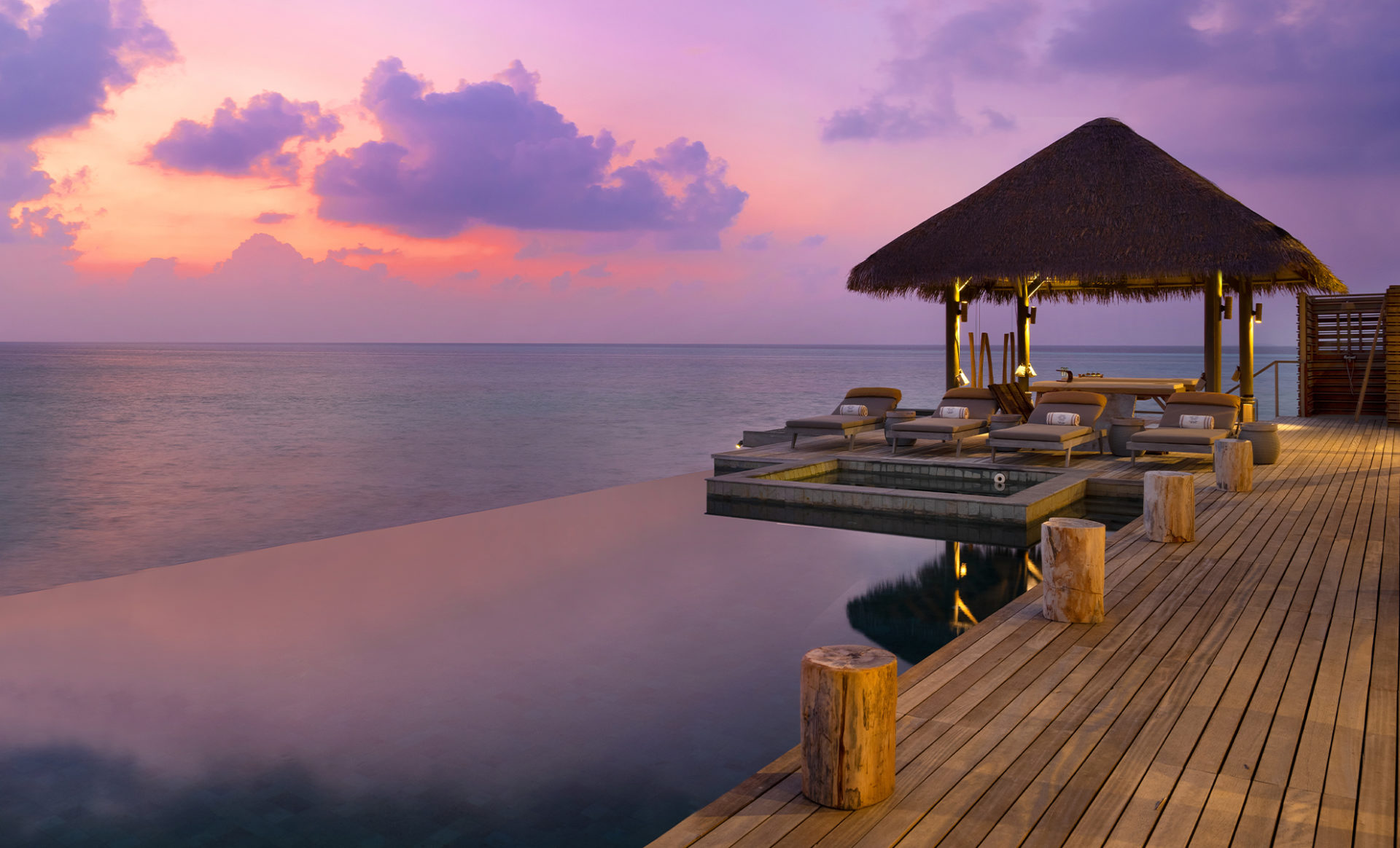 VAKKARU-MALDIVES-Villa-Infinity-Pool_Evening